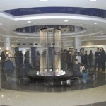 Fadenbrunnen als Verschönerung in Shopping-Zone