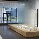 Wasserwand Glas im SCHÜCO Showroom