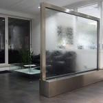 Wasserwand Glas in Planungsbüro als Raumteiler zum Wartebereich