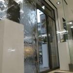 2 Stück Wasserwand Glas im Eingangsbereich als Kundenmagnet