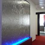 Edelstahl Wasserwand mit Logo und LEDs