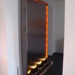 Wasserwand mit LED-Beleuchtung rund herum