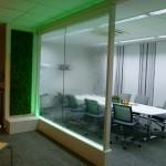 Wasserwand und Grüne Wand als Raumteiler